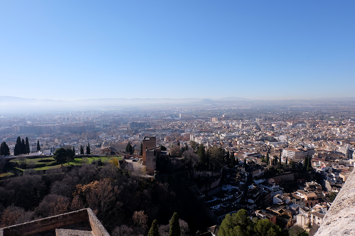 Finally, this is the view of Granada from the Alcazaba, the residential area of the royal guard in charge of the security of the palatial city. You could see everything from here: the city, the Albaycin and the Sierra Nevada.