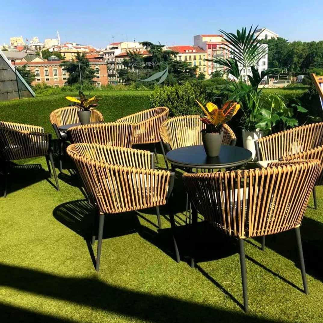 New furniture. Photo vía HotelSabatini's IG.