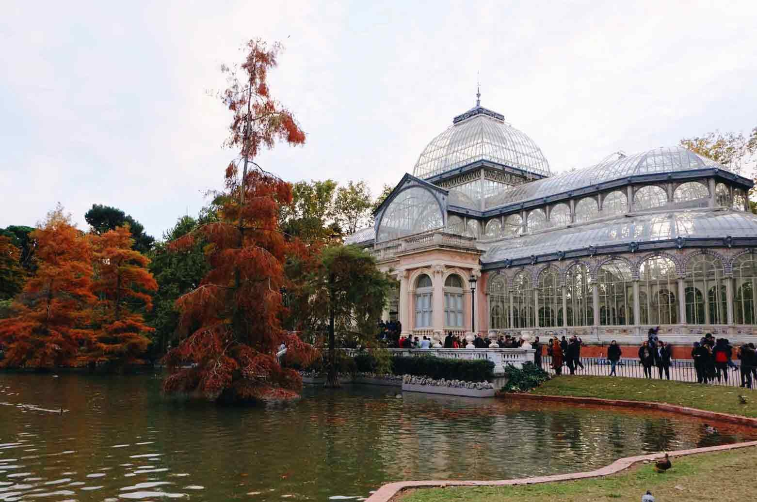 EL RETIRO GETTING DRESSED FOR AUTUMN