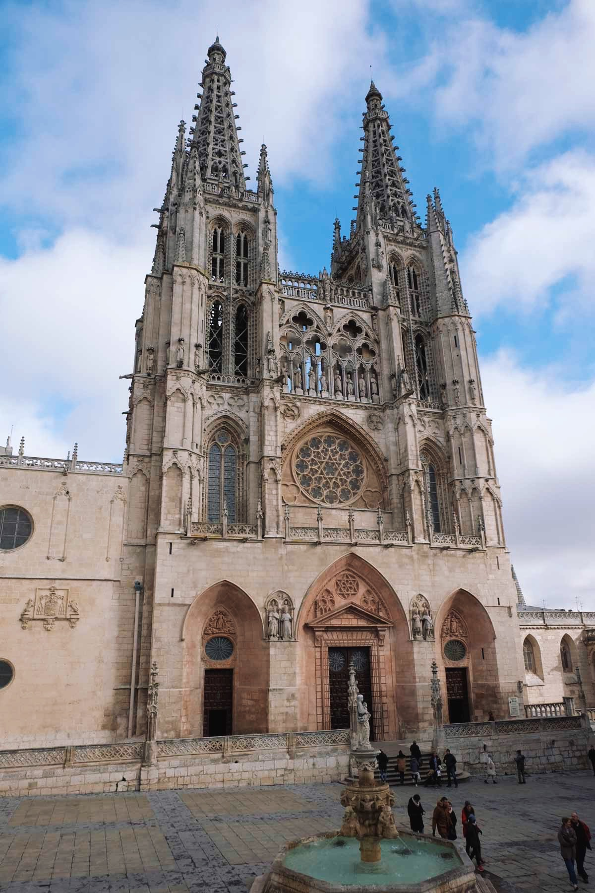 Burgos Cathedral's began in 1221 and spanned mainly from the 13th to 15th centuries. It has been declared a UNESCO World Heritage Site. / Photo: Superminimaps