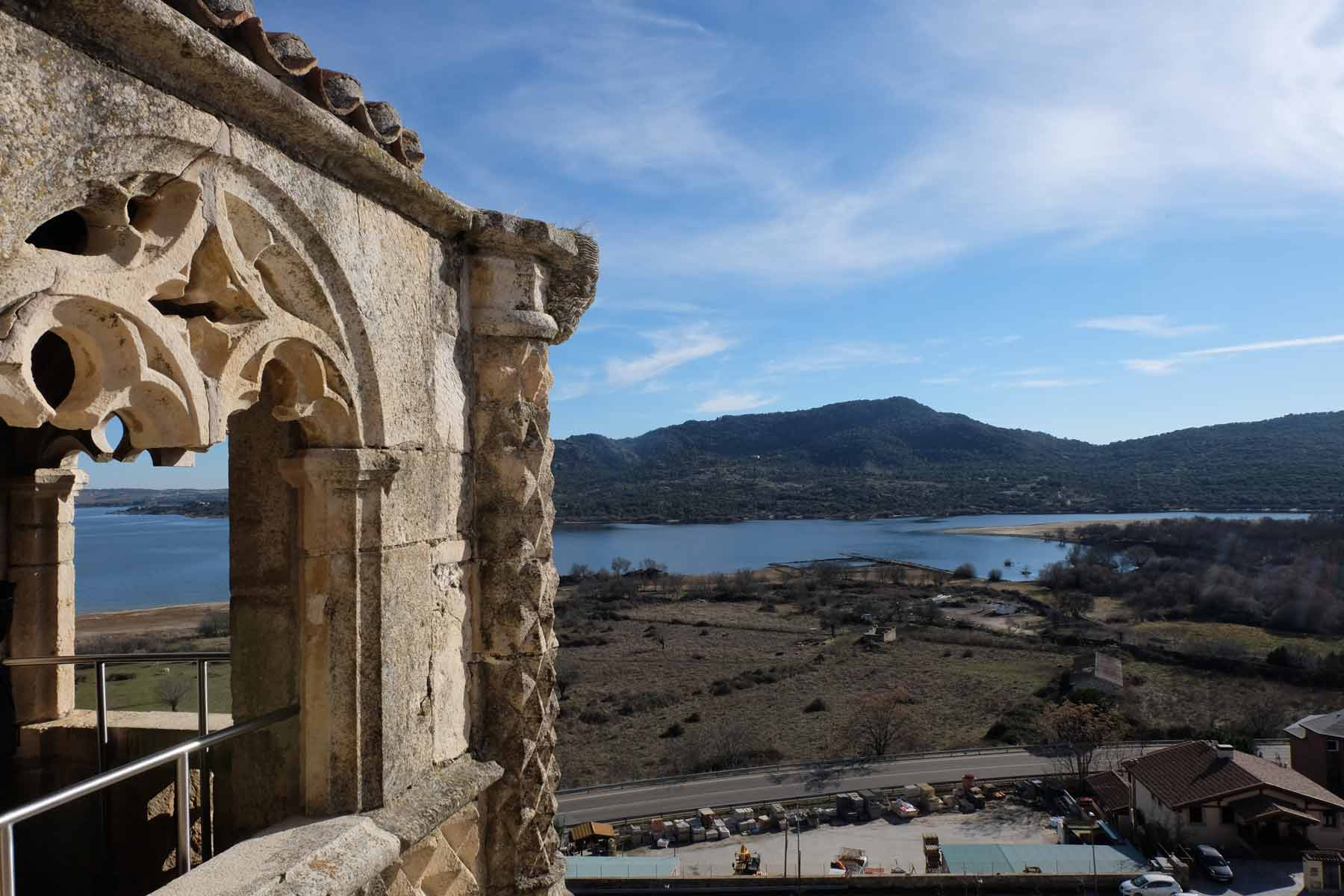 El Embalse Santillana desde el Castillo. | Santillana Reservoir view from the Castle.